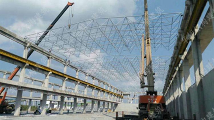 越南理文一期电站干煤棚屋面网架及彩钢板制安工程